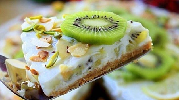 yogurtovyiy-tort-s-kivi2