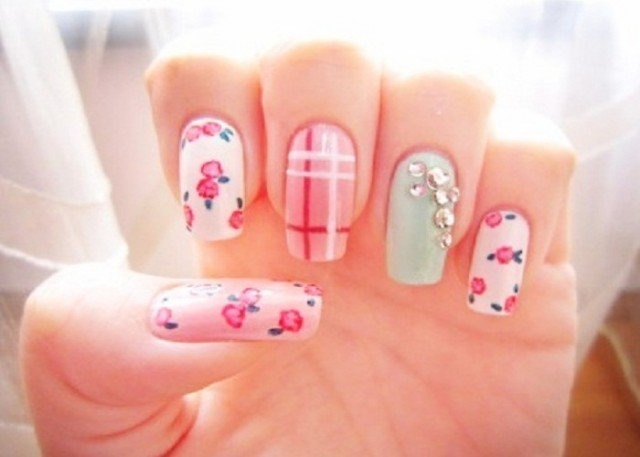 Easy-Fun-Spring-Nail-Designs1-640x457