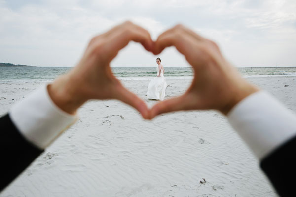 11-bride-framed-in-heart-bethany&dan-photography