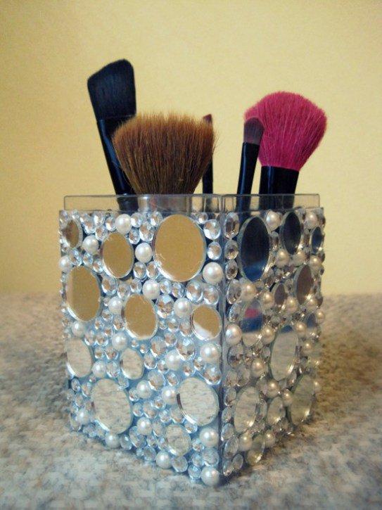 Brush-Holder-with-Glitter