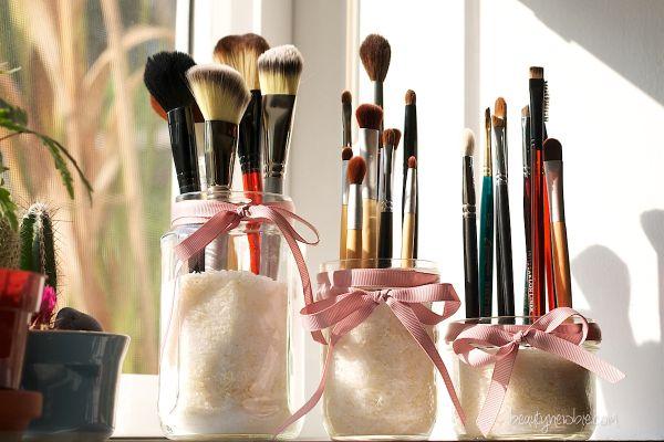 Mason-Jar-Makeup-Holder