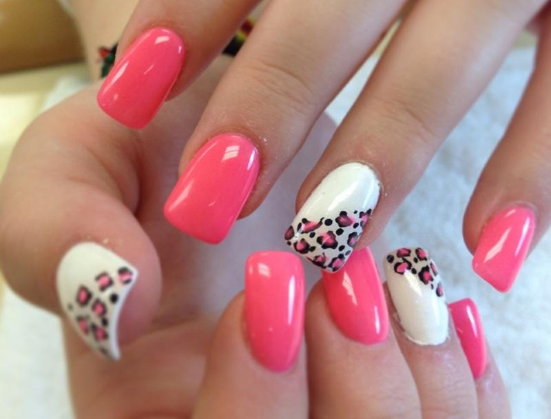 naegel-lackieren-leopard-weiss-rosa-idee-manikuere