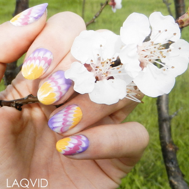 Dry-Marble-Easter-nails-by-@laqvid