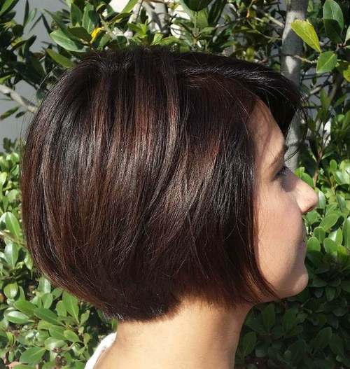 18-short-layered-brunette-bob