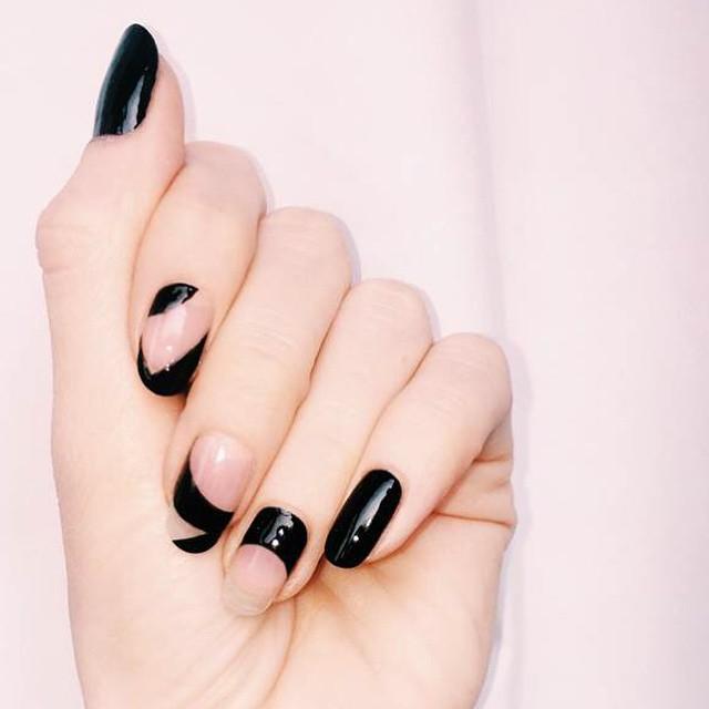 dark-manicure-07517