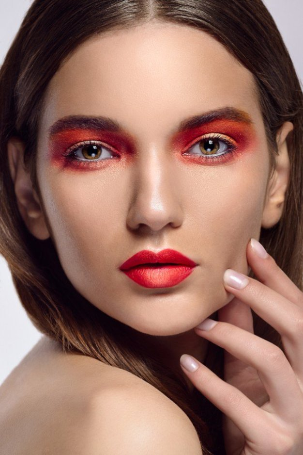25-glamorous-makeup-ideas-with-red-lipstick-25-620x929