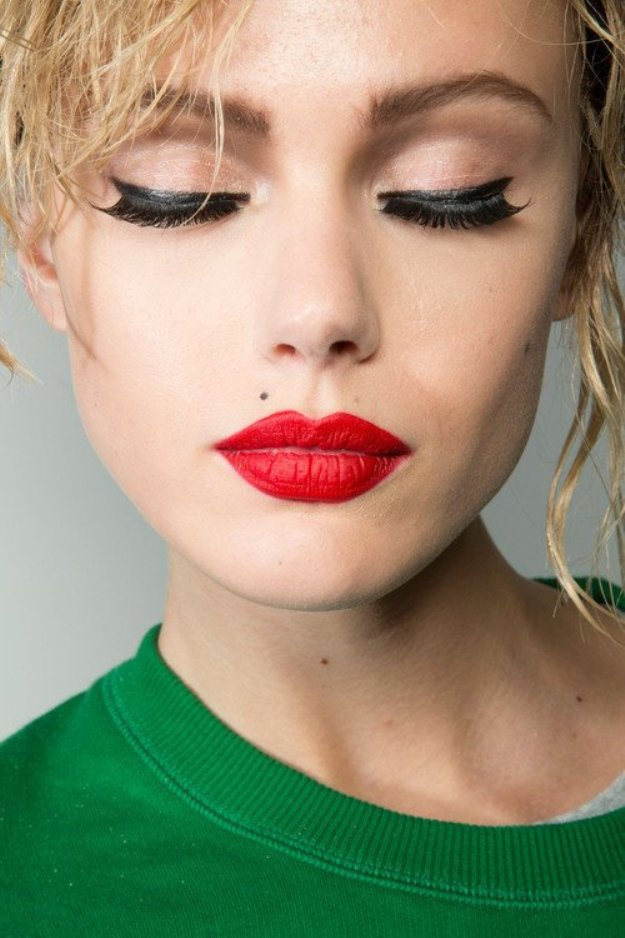 25-glamorous-makeup-ideas-with-red-lipstick-6