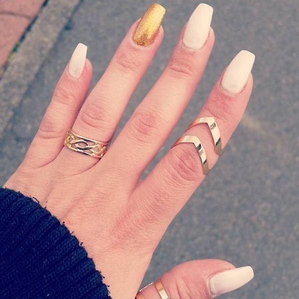 gold-white-nails