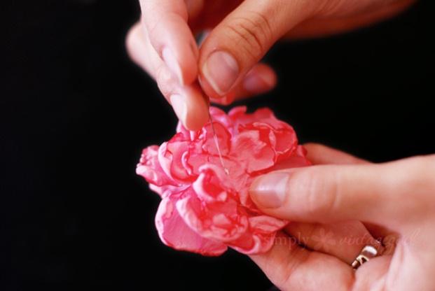 kak-sdelat-cvetok-zakolku-iz-tkani-6