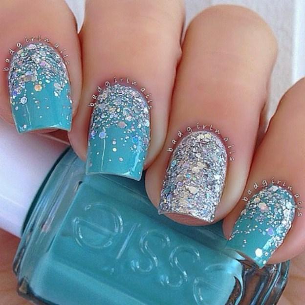 narashchivanie-nogtej-akrilom-foto-blue-glitter