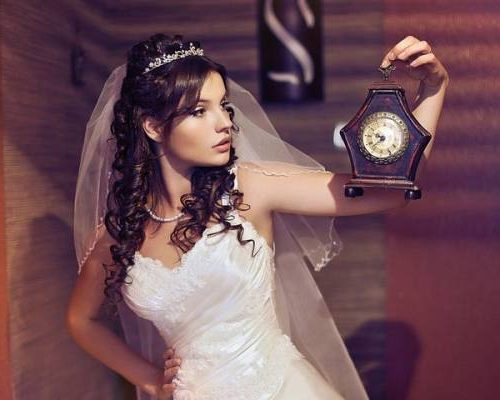диадема со свадебным платьем