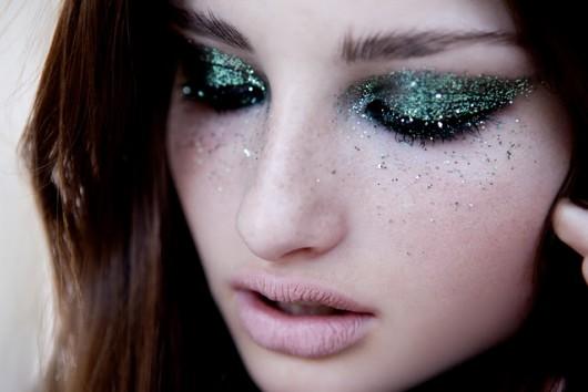 макияж с блестками