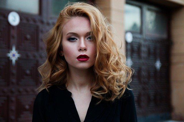 Выбрать стрижку на волнистые волосы