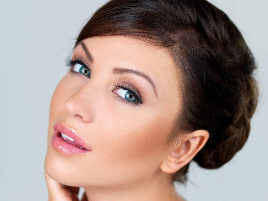 Быстрый макияж для голубых глаз
