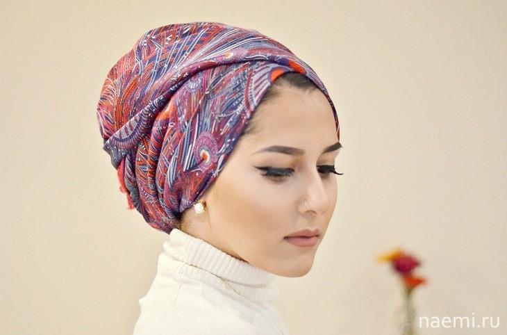 платок на девушке