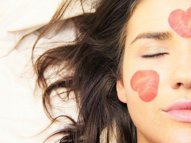 Эмоции влияют на нашу кожу