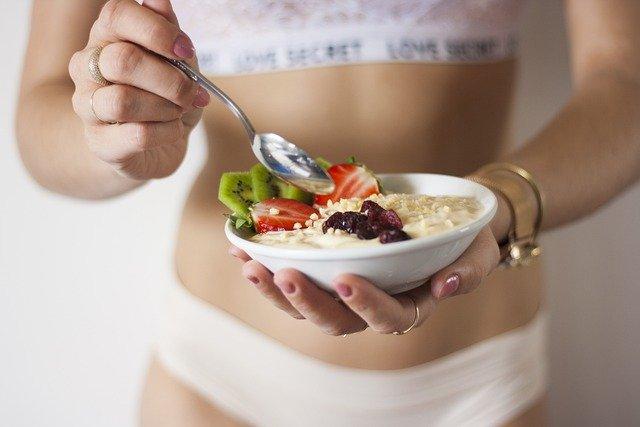 Какие продукты мешают получить плоский живот?