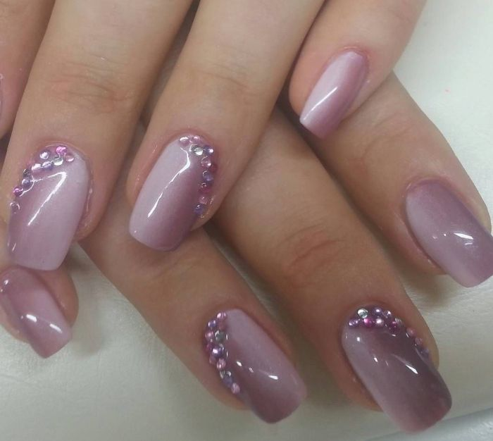 дизайн ногтей со стразами на короткие ногти овальной формы