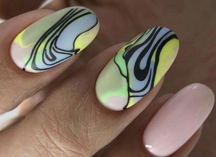 Абстрактный дизайн коротких ногтей