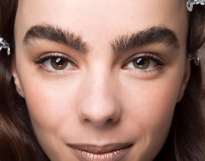 какие брови сейчас в моде для брюнеток