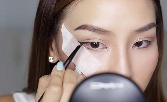 как нарисовать стрелку на глазах с лентой