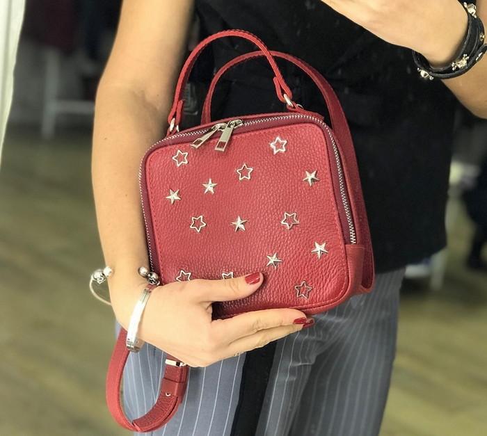 модная квадратная сумочка