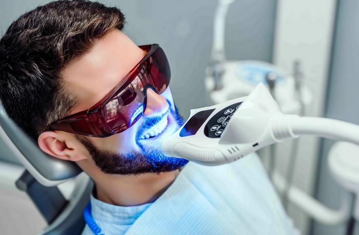 Профессиональное отбеливание зубной эмали